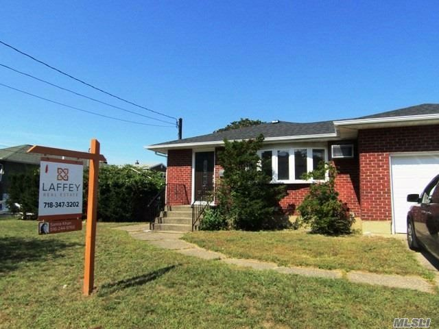3 BR,  1.00 BTH Ranch style home in Bethpage
