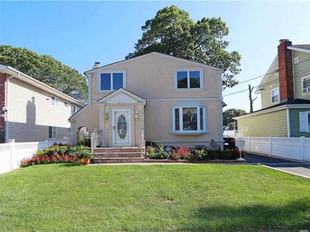 4 BR,  3.00 BTH Exp ranch style home in Roosevelt