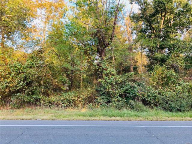Lot <b>Size:</b> .92 Land style home in Yaphank