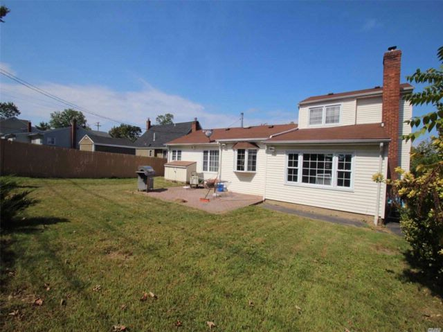 4 BR,  2.00 BTH  Exp ranch style home in Syosset