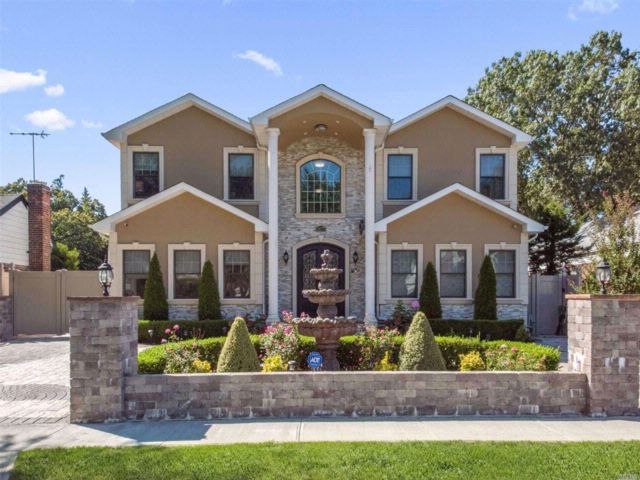 6 BR,  5.00 BTH Colonial style home in Valley Stream
