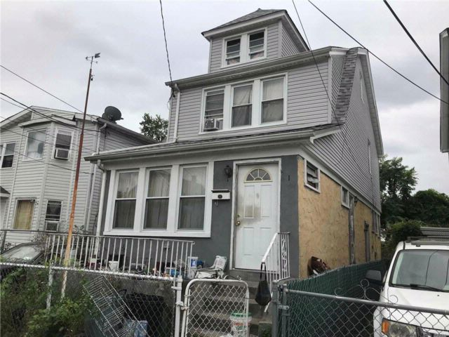 4 BR,  2.00 BTH Colonial style home in Jamaica