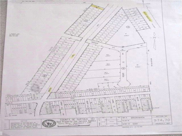 Lot <b>Size:</b> 40 x 150  Land style home in Mastic Beach
