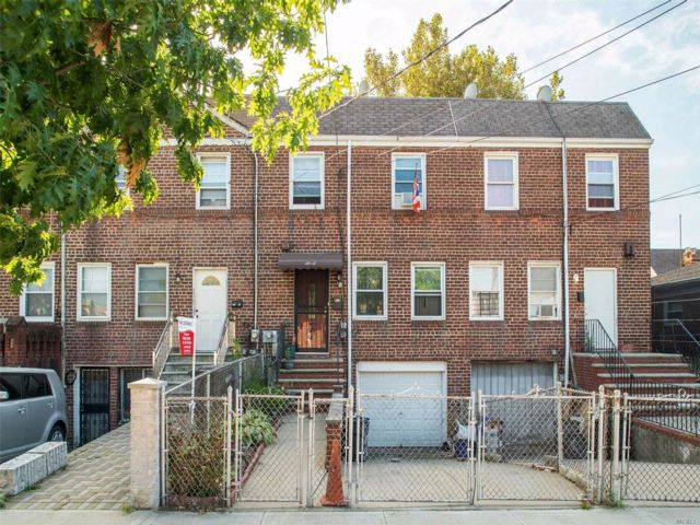 3 BR,  2.00 BTH  2 story style home in South Ozone Park