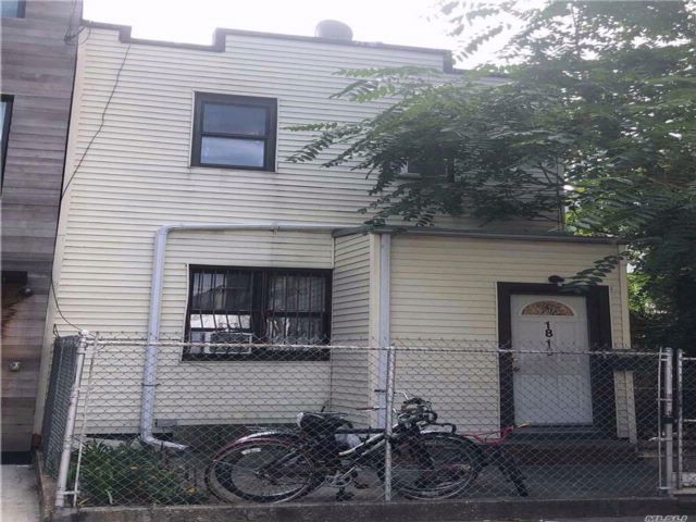 3 BR,  3.00 BTH  Colonial style home in Ridgewood