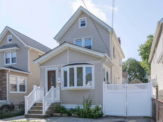 2 BR,  1.50 BTH Colonial style home in Rosedale