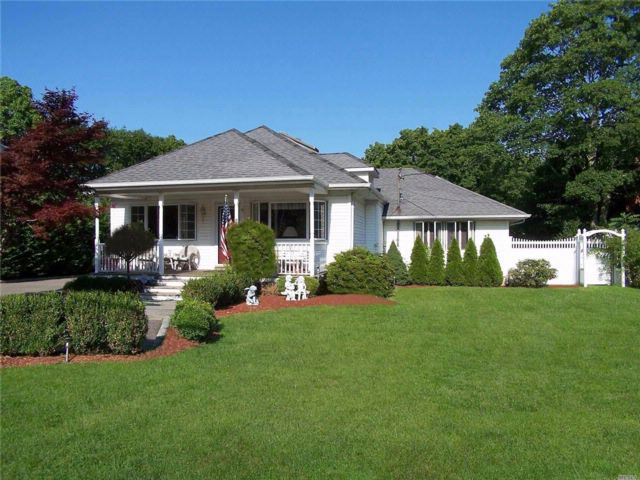 2 BR,  2.00 BTH Ranch style home in Bohemia