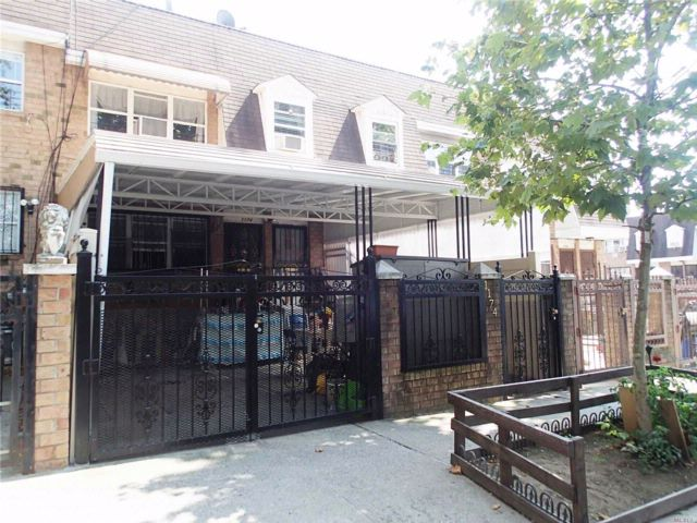 5 BR,  2.50 BTH 2 story style home in Bushwick