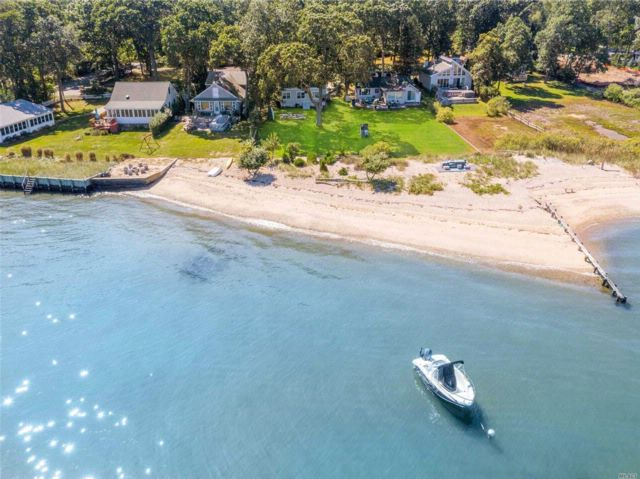 2 BR,  2.00 BTH  Cape style home in Greenport