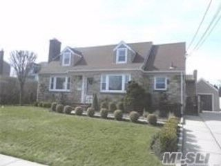 4 BR,  2.00 BTH  Exp cape style home in Merrick