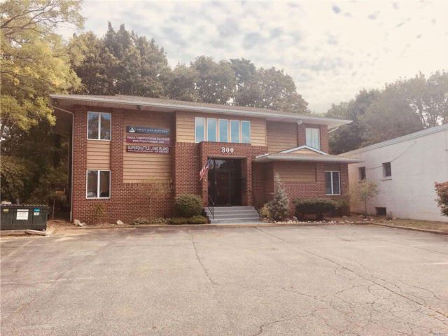 Studio,  0.00 BTH  Office bldg style home in Commack