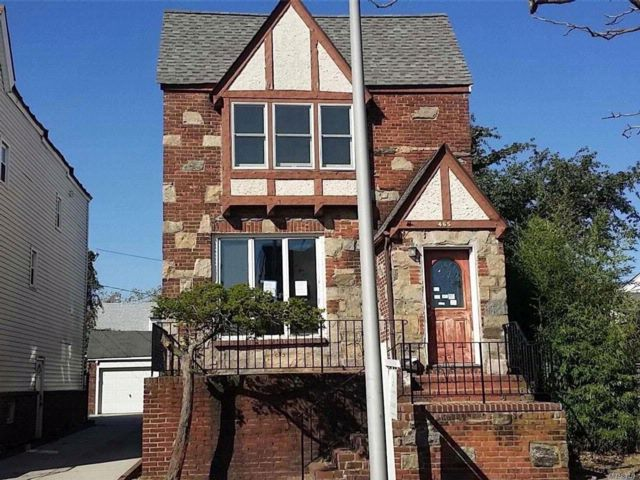 3 BR,  1.50 BTH Colonial style home in Long Beach