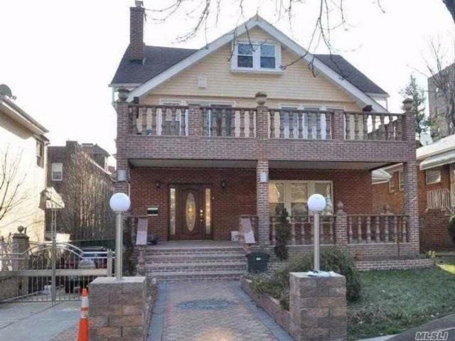 4 BR,  4.50 BTH Colonial style home in Kew Gardens
