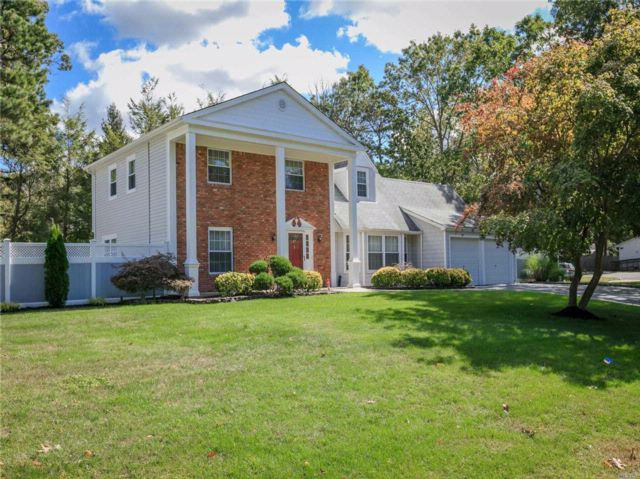 5 BR,  2.50 BTH  Colonial style home in Coram