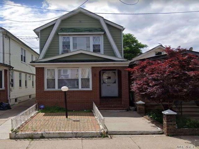 3 BR,  3.00 BTH 2 story style home in Flatlands