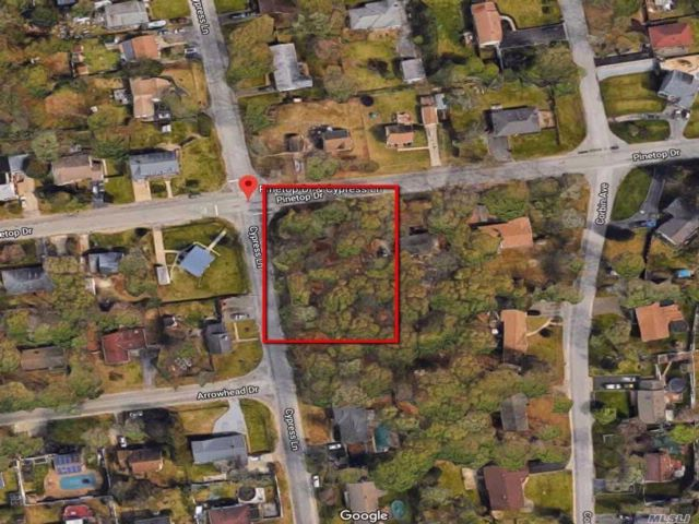 Lot <b>Size:</b> .33 Land style home in Shirley