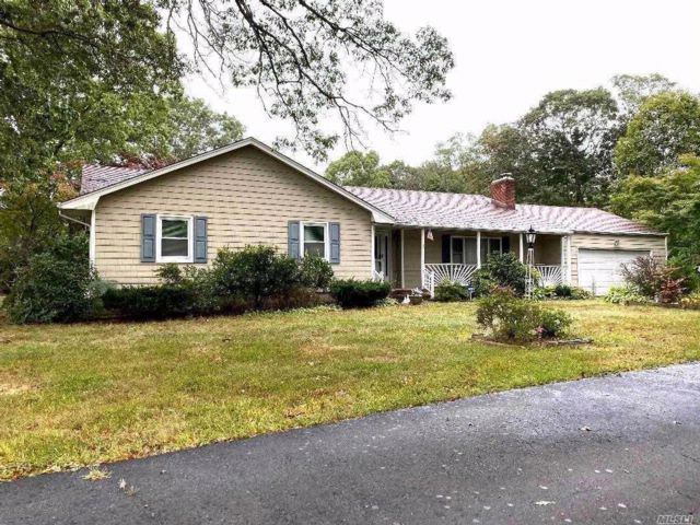 3 BR,  2.00 BTH  Ranch style home in Ronkonkoma