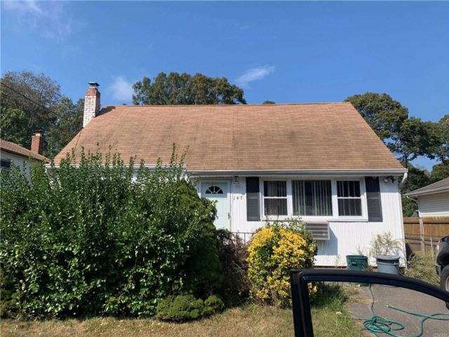 4 BR,  1.00 BTH Cape style home in Shirley