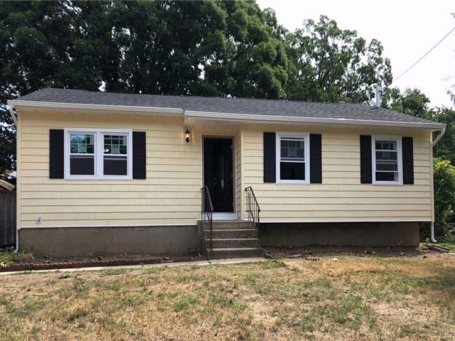3 BR,  1.00 BTH  Ranch style home in Wyandanch