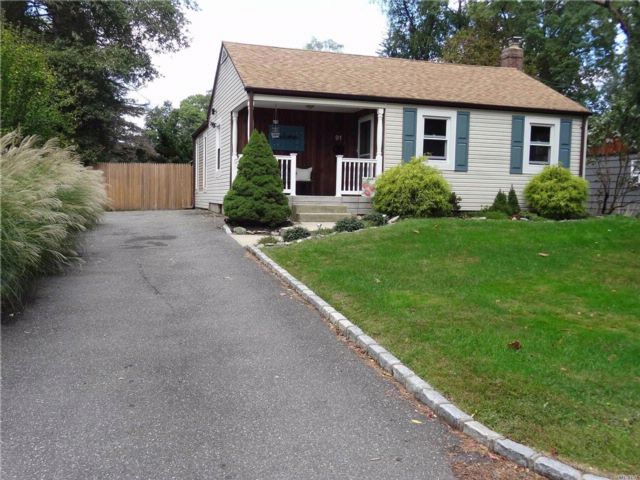 2 BR,  1.00 BTH Ranch style home in Huntington Station