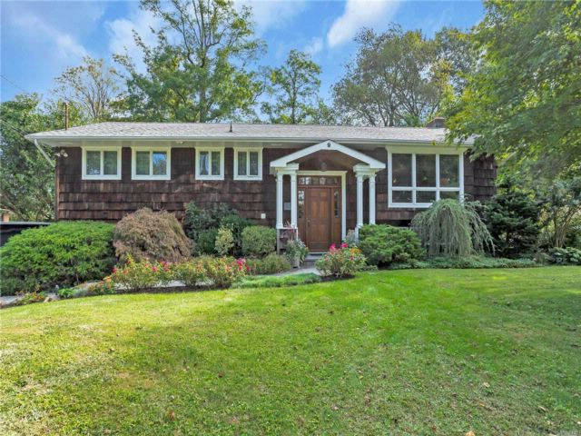5 BR,  3.00 BTH Hi ranch style home in Glen Cove
