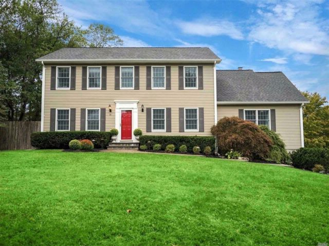4 BR,  3.50 BTH Colonial style home in Setauket