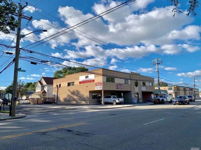 Studio,  0.00 BTH  Office bldg style home in Massapequa