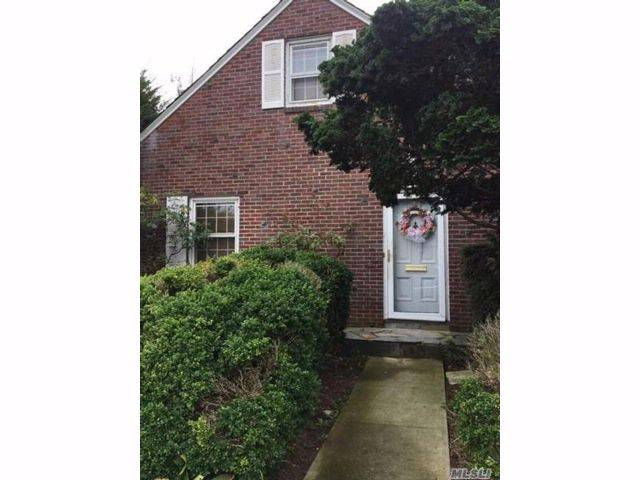 5 BR,  3.00 BTH Exp cape style home in Hempstead