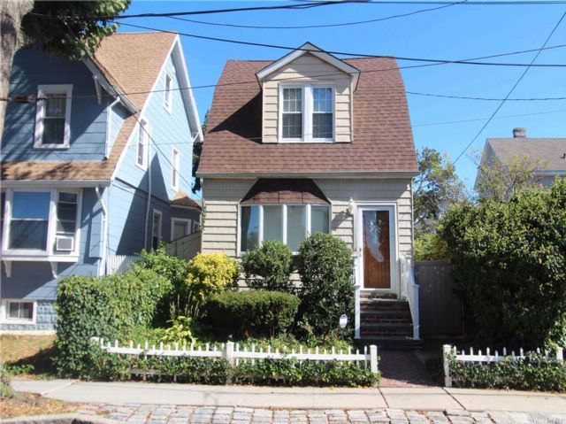 3 BR,  1.50 BTH Colonial style home in College Point