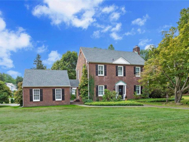 3 BR,  2.50 BTH Colonial style home in Glen Cove