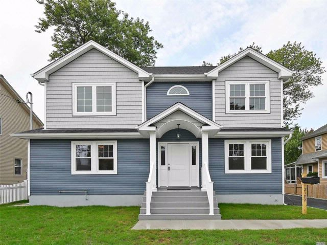 4 BR,  3.50 BTH Colonial style home in Seaford