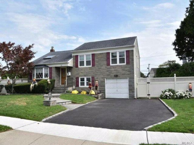 3 BR,  2.50 BTH Split style home in Bethpage
