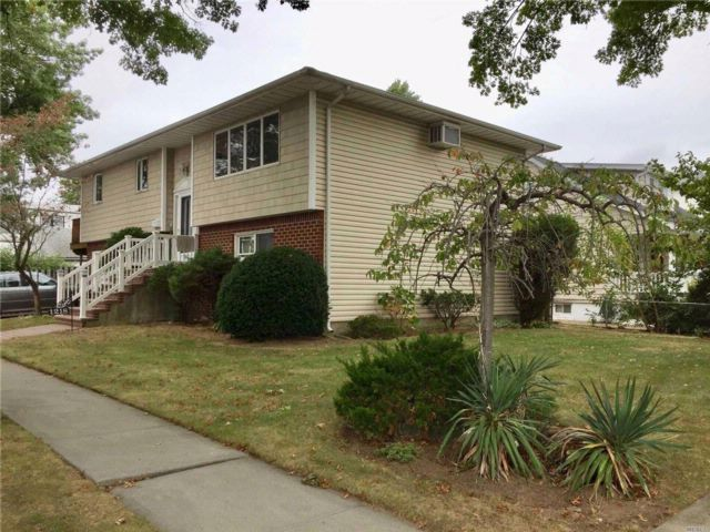 5 BR,  3.00 BTH Raised ranch style home in Elmont