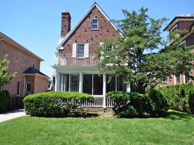 3 BR,  2.00 BTH Colonial style home in Malba