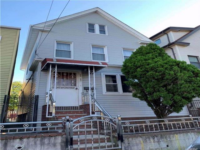6 BR,  2.00 BTH Colonial style home in Elmhurst