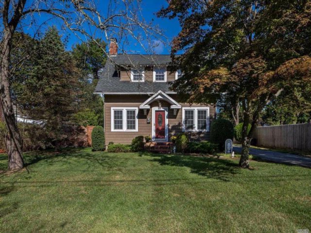 5 BR,  2.50 BTH  Colonial style home in Riverhead