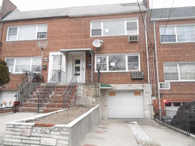 4 BR,  2.00 BTH  Townhouse style home in Woodhaven
