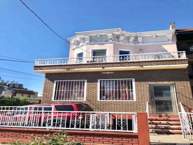 6 BR,  2.00 BTH Other style home in East Elmhurst