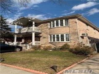 6 BR,  4.50 BTH Colonial style home in Bayside