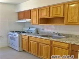 4 BR,  1.00 BTH Apt in bldg style home in St. Albans
