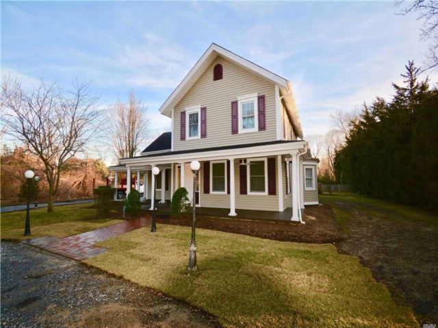 5 BR,  3.00 BTH Victorian style home in St. James