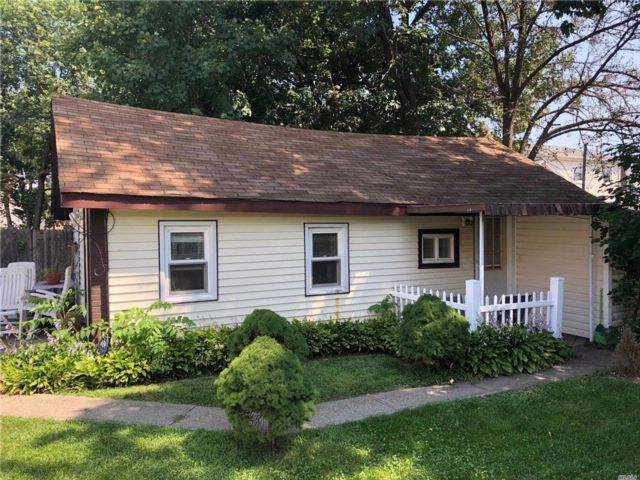2 BR,  1.00 BTH Bungalow style home in Roosevelt
