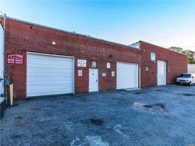 Studio,  0.00 BTH  Warehouse style home in North Bellmore