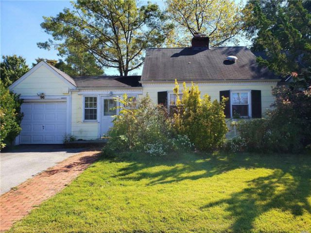 3 BR,  2.00 BTH Cape style home in East Rockaway