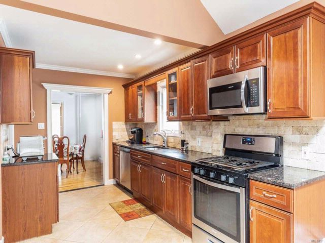 3 BR,  2.50 BTH  Colonial style home in Lynbrook