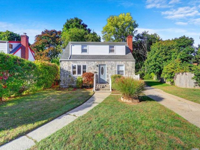 3 BR,  2.00 BTH  Exp cape style home in Uniondale