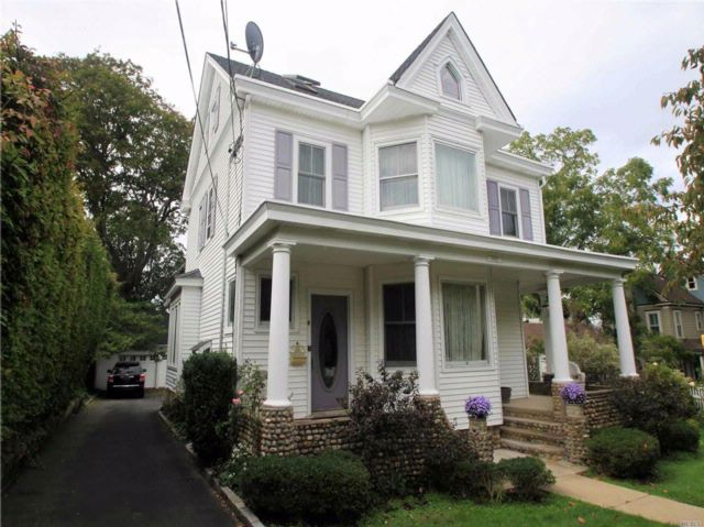 4 BR,  2.50 BTH Victorian style home in Huntington