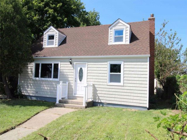 4 BR,  2.00 BTH  Cape style home in Uniondale