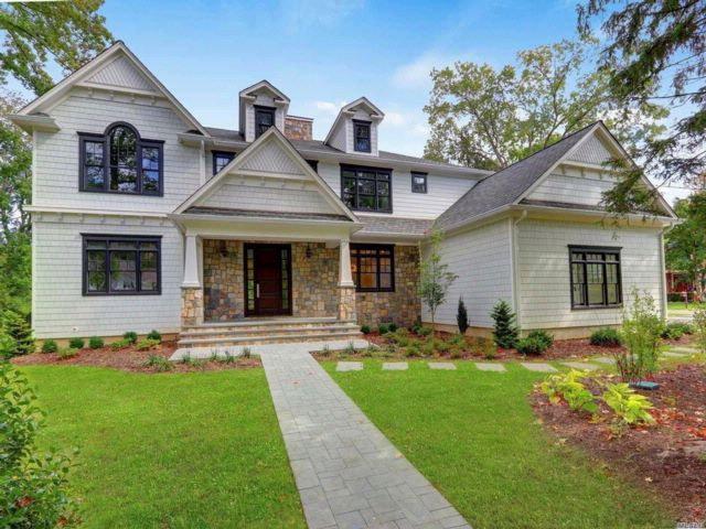 5 BR,  4.50 BTH Colonial style home in Port Washington