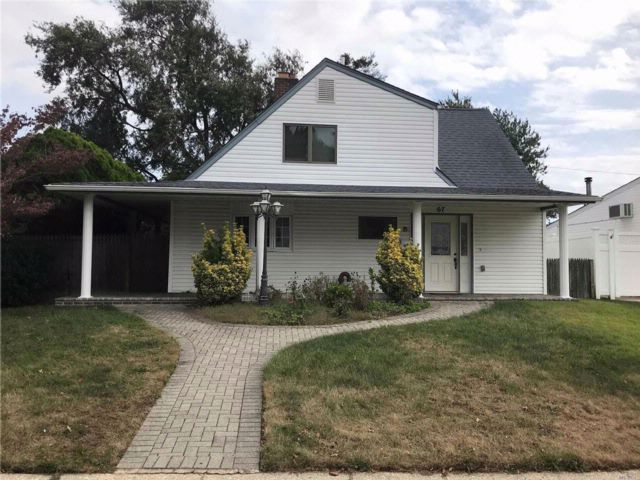 3 BR,  2.00 BTH Farm ranch style home in Levittown